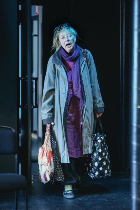 Åsa Eek Engquist som Bella i Flyga högt av Pia Naurin på Teater UNO/ENteater 2017 -